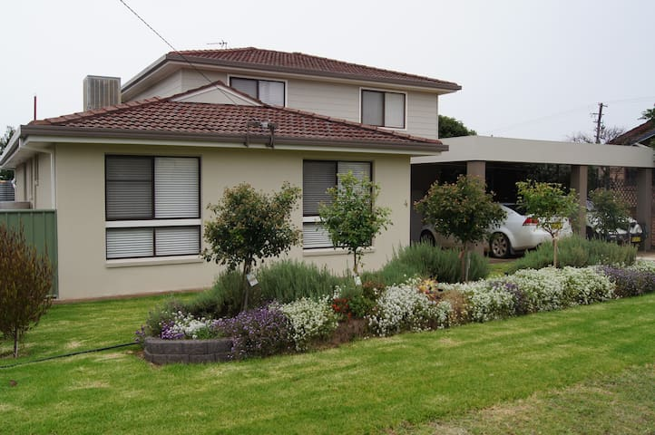 Kuloomba - Your Home Away From Home - Tamworth - Huis