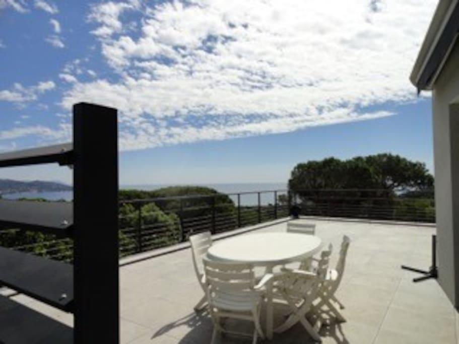 terrasse avec coin repas