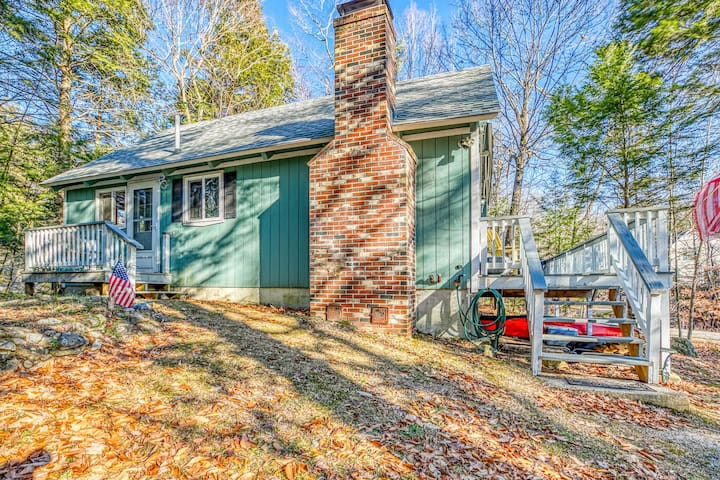 Wood-accented home w/ large deck, gas grill, wood fireplace & kayaks!