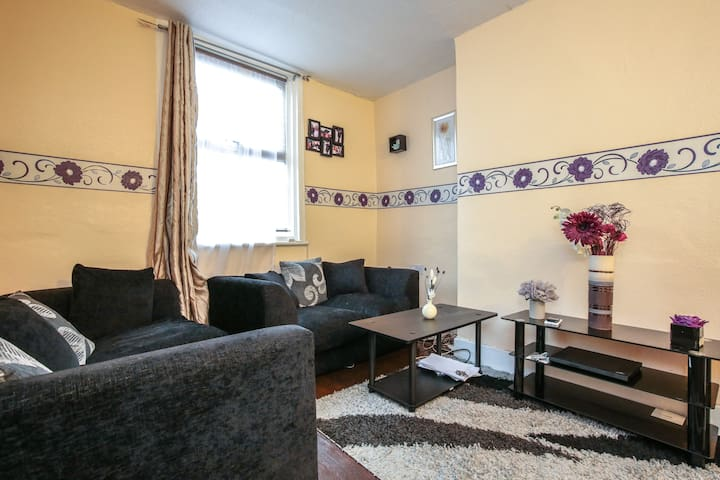 Large double room close to stations