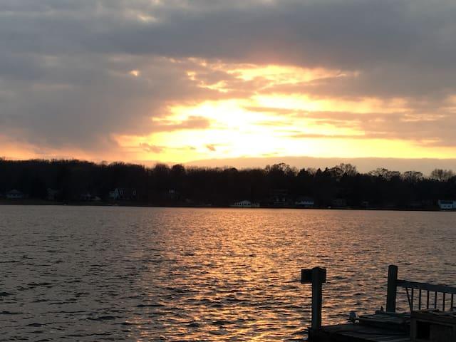 Hamburg Lakefront Getaway House (Ann Arbor Area)