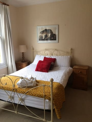 Large, double, beautiful room in Victorian home - London - Hus