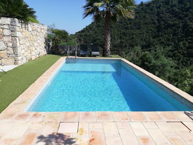 Location saisonniere avec piscine privative