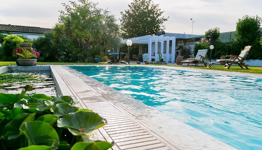 Вилла с бассейном