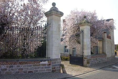 Gîte de l'Abbaye d'Etrun - Étrun - Haus