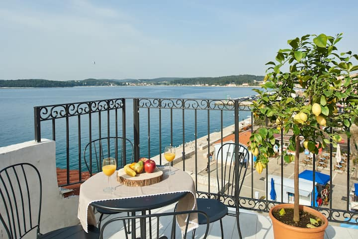 Two bdr Ap with dreamy Seaview and Terrace