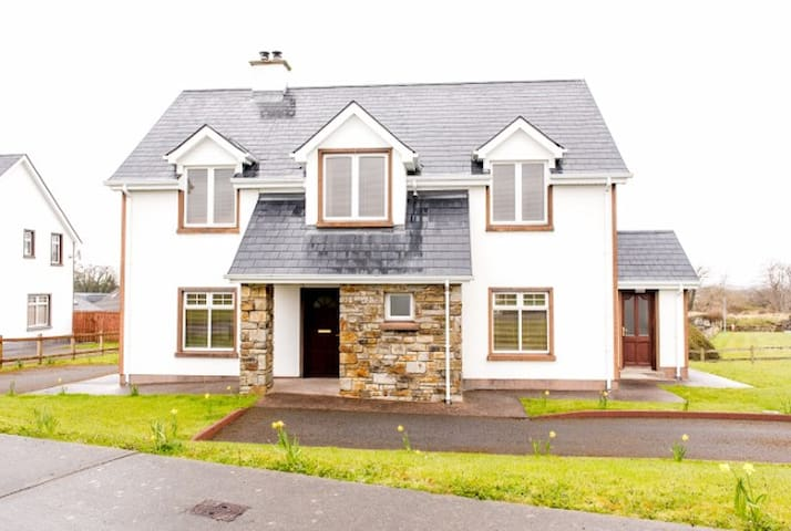 Duncarbury Heights 4 bed detached - Tullaghan - Huis