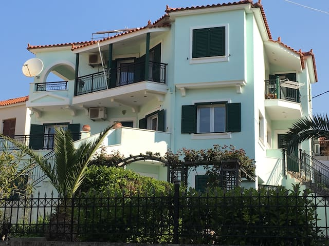 Nice flat near center and sandy beach - Μύρινας  - Daire
