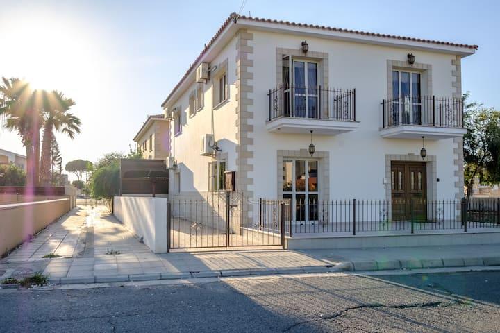 Luxurious Villa near the beach