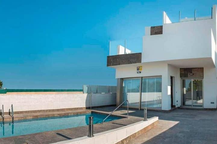Modernes Ferienhaus in Orihuela Costa mit Swimmingpool