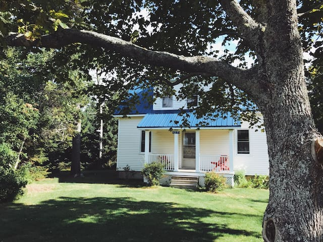 Crawford Beach House, Summer Vacation Rental