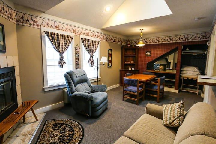 Historic Cornell Inn B&B - Hannah · Efficiency apartment with loft