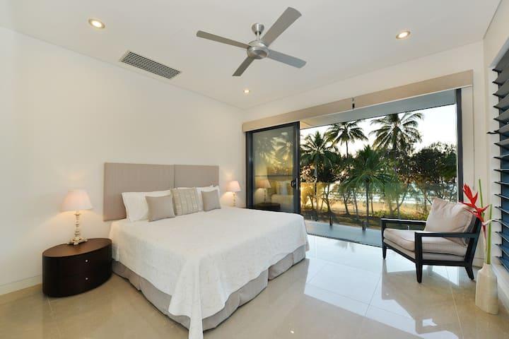 Esplanade Villa Port Douglas - Perfect location