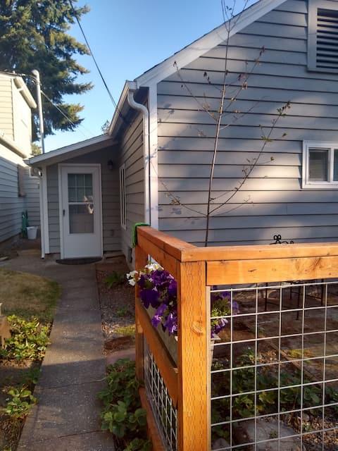 The Urban Cabin in  Central Beaverton