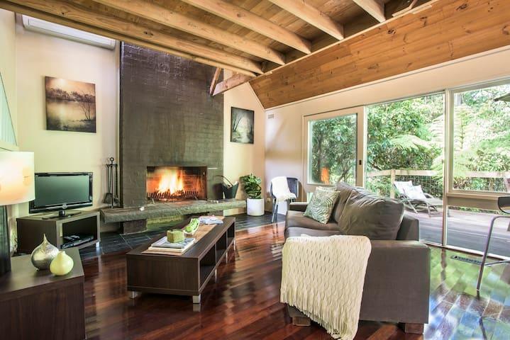 The Sass-Studio 1: Romance, real log fire and spa