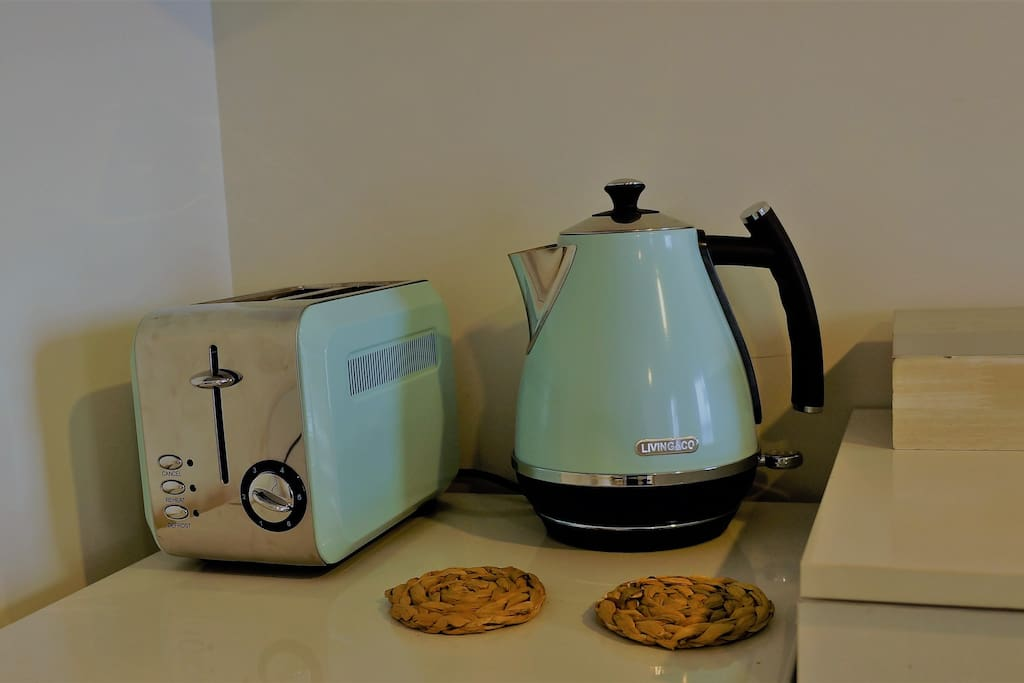 Toaster and kettle provided