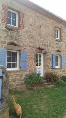 Suite privée dans ancienne ferme à Chambles