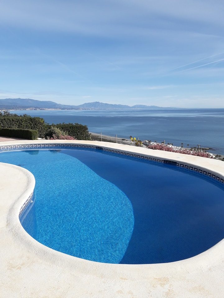 Stunning 4 bedroom Villa with Panoramic Sea Views