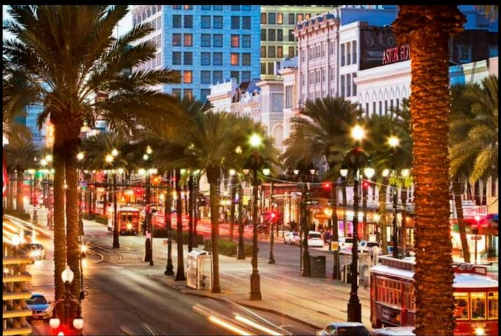 5 blocks to Bourbon St!! Location is everything!!