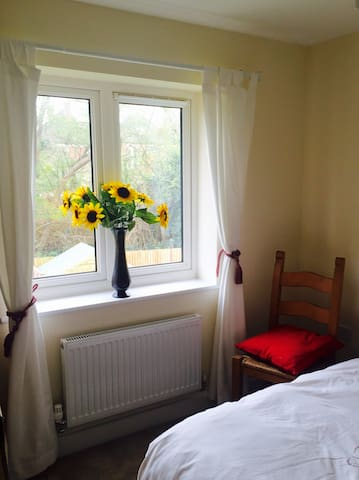 Lovely Quiet Double Room Close to Train Station - Havant