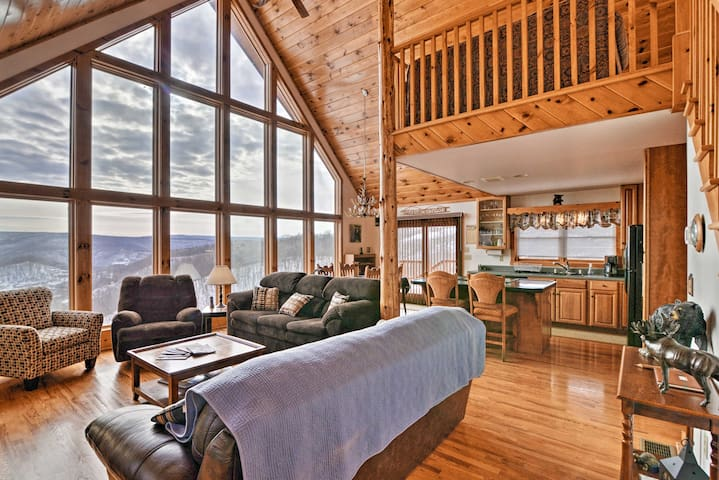 NEW! Mountaintop Chalet- 15 Min to Snowshoe Resort