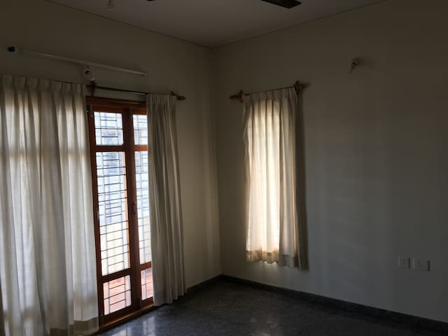 A cozy furnished 2BR apt-entire apt in 3rd Floor