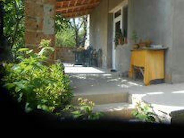 Уютный дом с видом на озеро Севан. - Tsapatagh - Bed & Breakfast