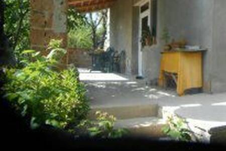 Уютный дом с видом на озеро Севан.