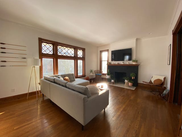 Bright + Cozy Two Bedroom South Hill Apartment
