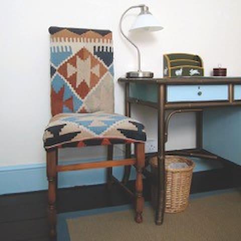 Bedroom:2