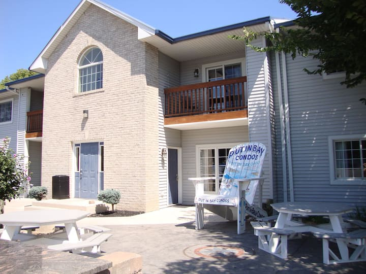 2 BR Pool View Unit in Updated Put-in-Bay Condo - Only Steps from Lake Erie - Put-in-Bay Poolview Condo #4