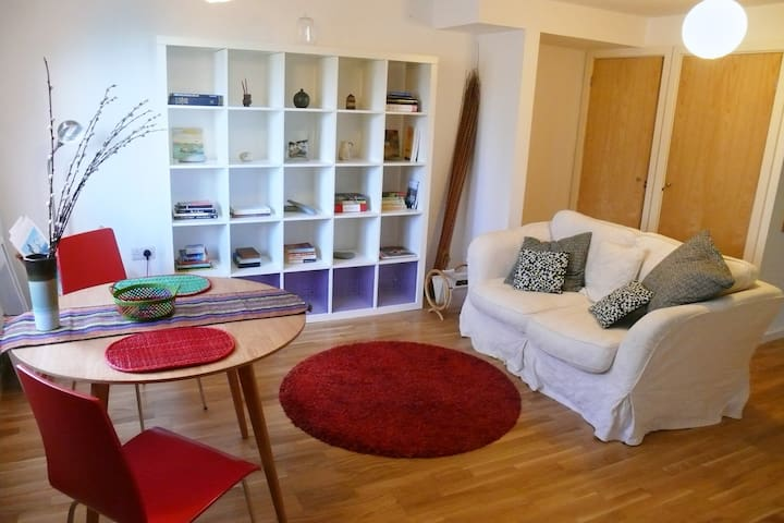 Spacious studio apartment for 2 with free parking - Saint Ives - Apartament