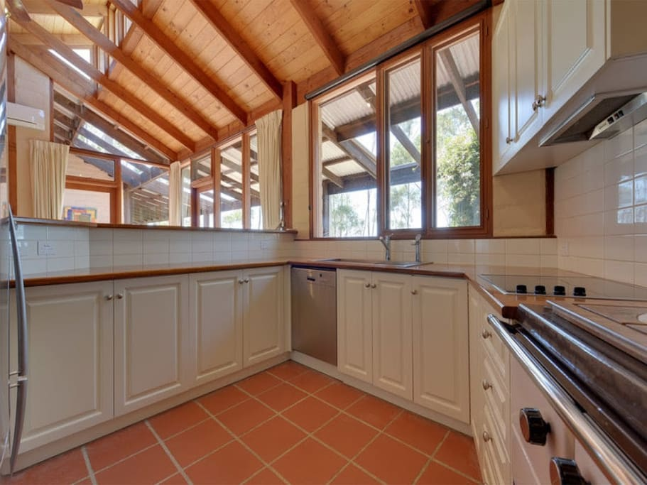 Large and Spacious Kitchen