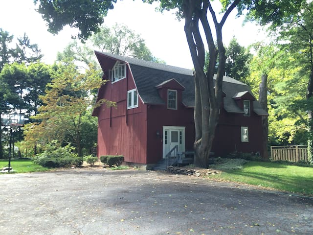 3-bedroom Renovated Barn in Village of Pittsford - Pittsford - House