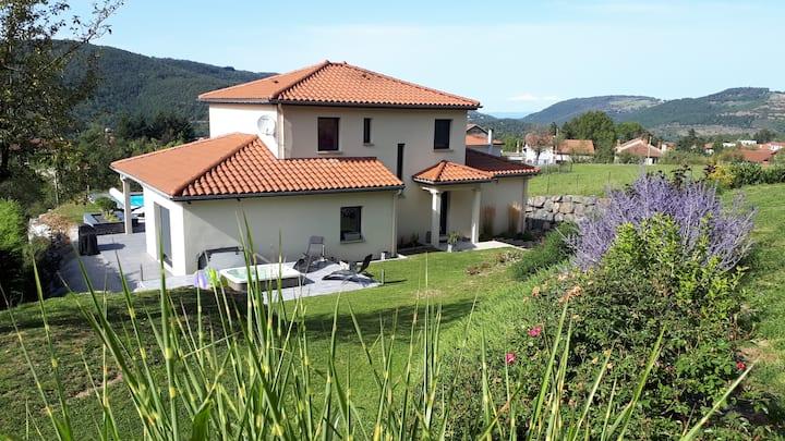 Villa avec piscine et SPA  tout confort au calme