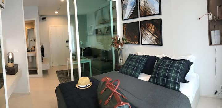 One bedroom 0 meter to BTS Chang Erawan