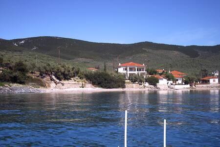 Νηες, σπίτι με θέα