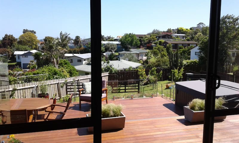 Indoor-outdoor, family house in which to relax - Tauranga