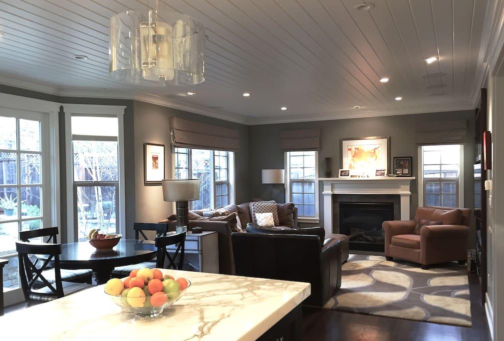 Comfortable, stylish Family Room & Breakfast Nook area