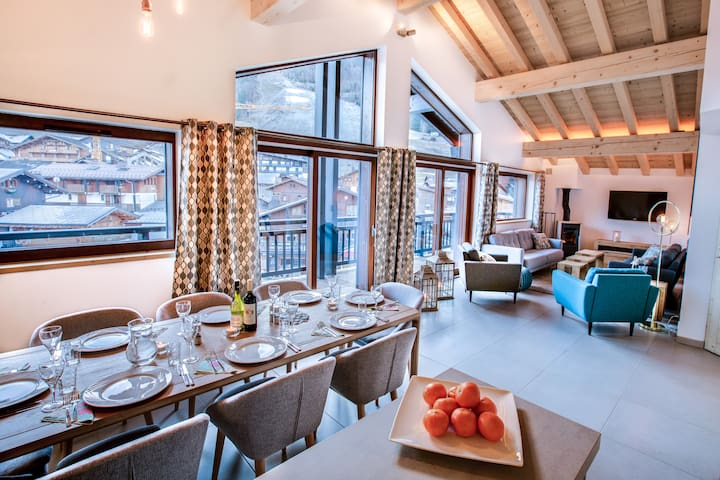 Chalet Chouette, Central Morzine, sleeps 8-10