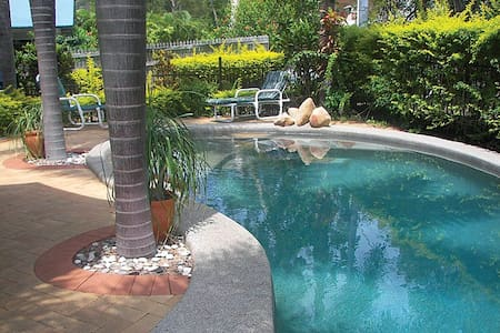 Mills Cottage on Hayles - Magnetic Island - Bungalow