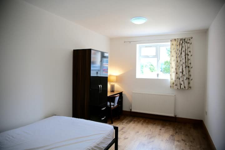Large ensuite double room in Zone 2