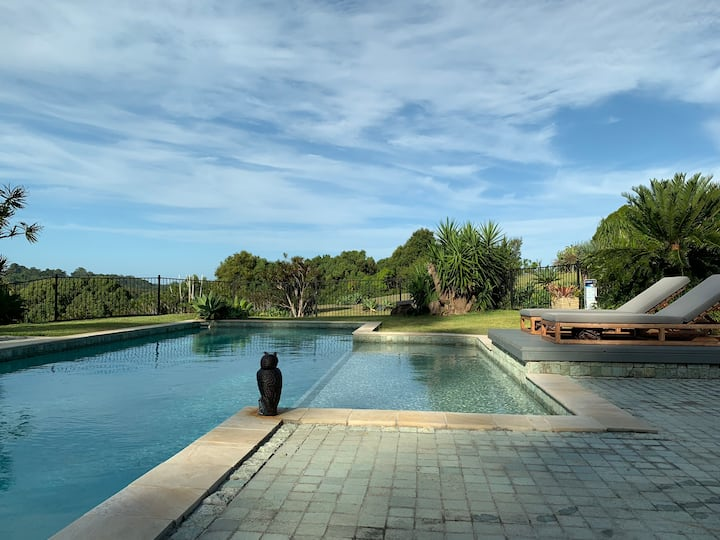 Sculpture Studio: peaceful retreat+hinterland view
