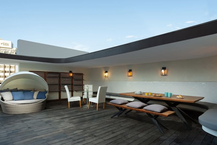 Grand 3BR Penthouse by HolyGuest