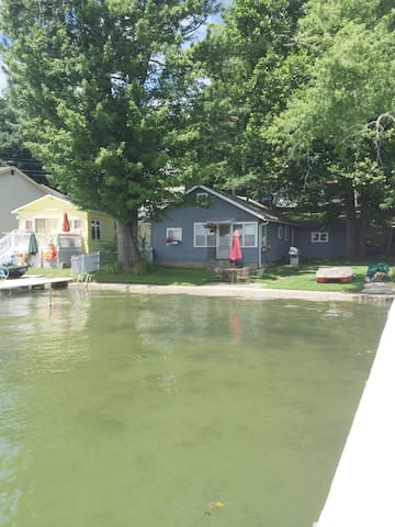Quaint Lake Cottage w/ pontoon on Crooked Lake