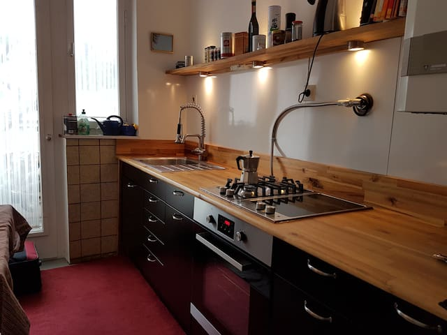 Peaceful 2 room appartment with balcony - Stuttgart - Daire