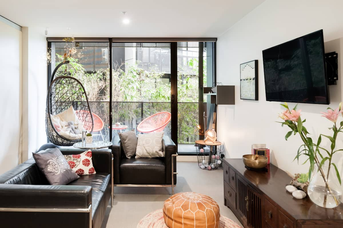 Explore Melbourne from a Relaxing Zen Apartment