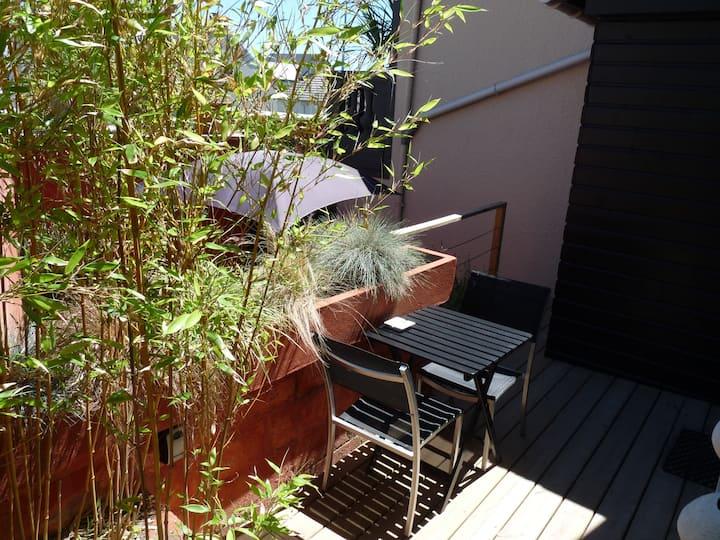 2 pièces plein pied + terrasse+patio, plage à 50 m