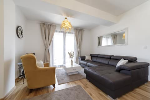 APARTMENT 10 / luxury / 5 min Old town and beach