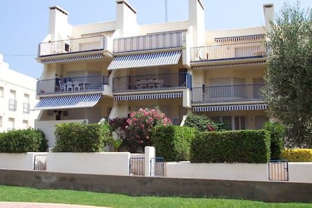 Nice and cozy ground-floor apartment located in a pleasant neighbourhood of Grifeu, just 1 - Llançà